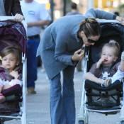 Sarah Jessica Parker aux petits soins pour ses jumelles et son grand James