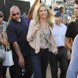 L'actrice Rebecca Romijn, rayonnante pour se rendre sur le tournage de sa nouvelle série,  Extra . Los Angeles, le 28 octobre 2011.