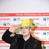 Boy George victime d'une bien indélicate humoriste, très tactile