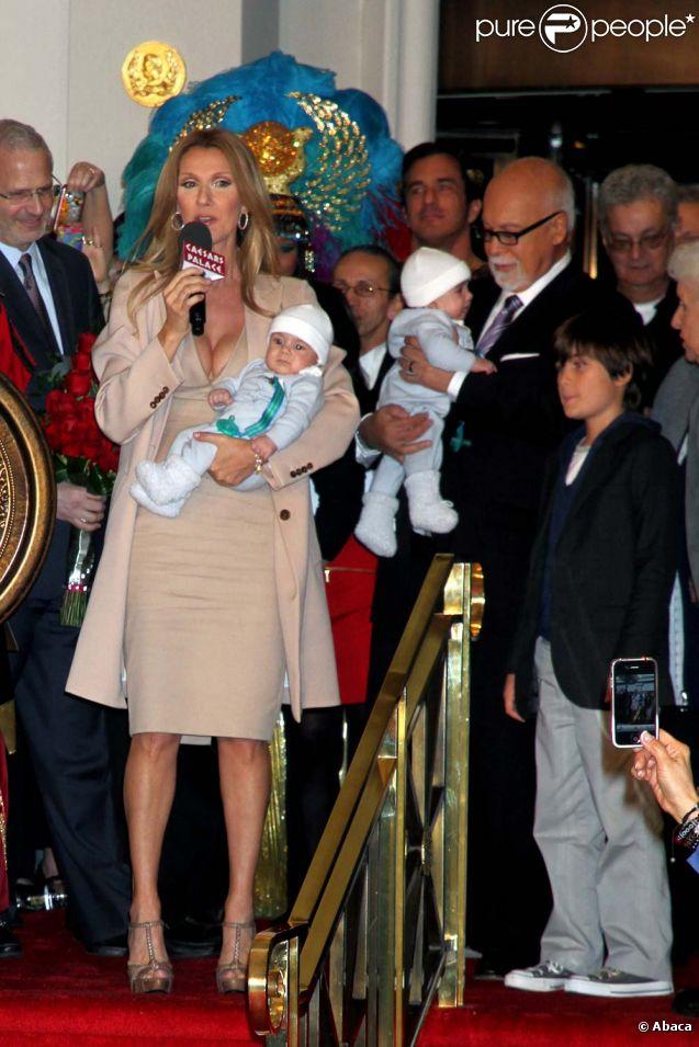 Céline Dion, René Angélil et leurs trois fils, à Las Vegas, le 16 février 2011.