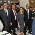 La très élégante Letizia d'Espagne et Felipe d'Espagne visitent World Trade Market à Londres, le 7 novembre 2011