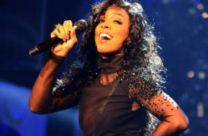 Kelly Rowland, toujours plus sexy, joue la transparence