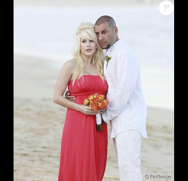 Shayne Lamas et son époux Nik Richie, au Mexique en avril 2011.