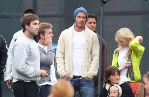 David et Victoria Beckham tendres et complices durant un match de leurs enfants