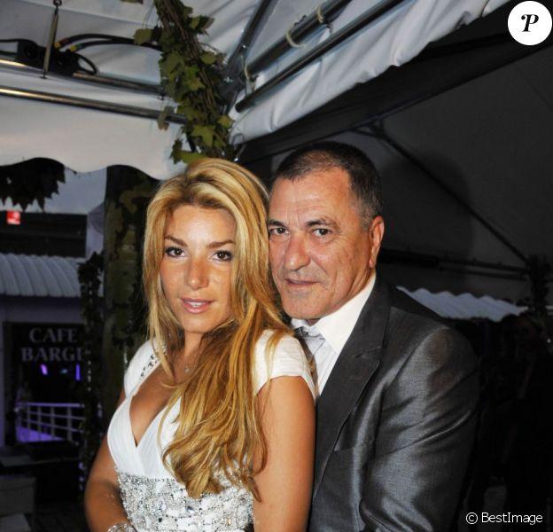 Jean-Marie Bigard et Lola après leur mariage religieux, au Café Barge, à Paris. Le 3 septembre 2011.
