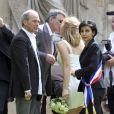 Jean-Marie Bigard et sa femme Lola Marois, aux côtés de Laurent Baffie  et Rachida Dati, lors de leur mariage à la mairie du VIIe arrondissement  de Paris, le 27 mai 2011.
