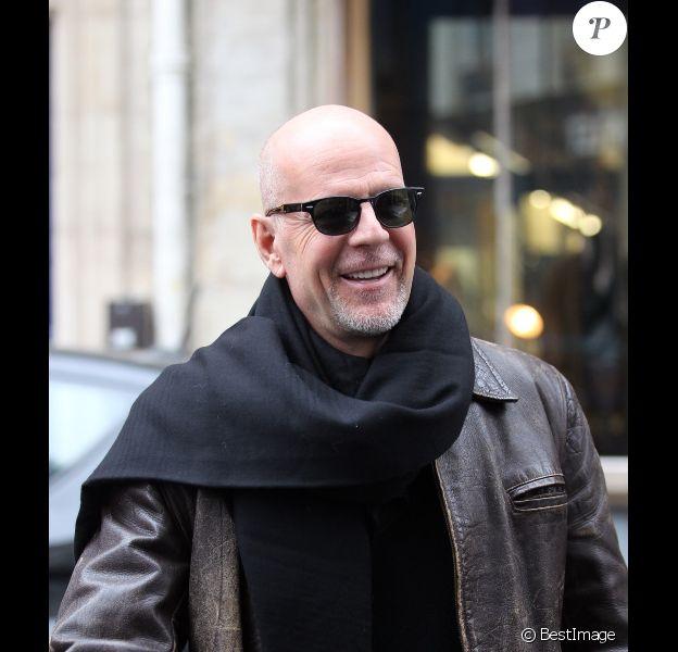 Bruce Willis en pleine séance shopping avec ses filles le 25 novembre 2011 à Paris