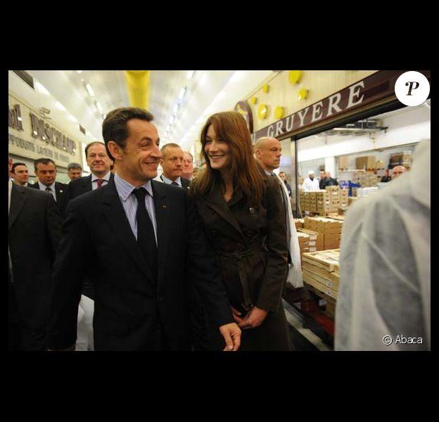 Carla et Nicolas Sarkozy vont au marché de bon matin...