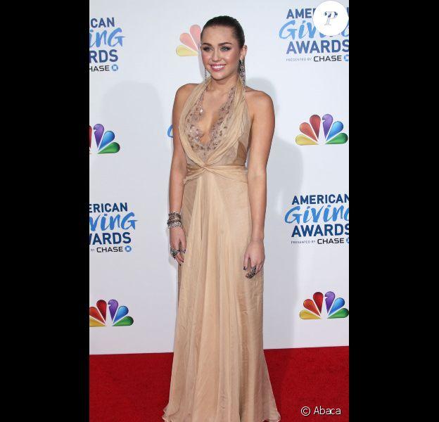 Alyssa Campennela, Miss USA 2012, assiste à la soirée American Giving Awards, le samedi 10 décembre 2011 à Los Angeles.