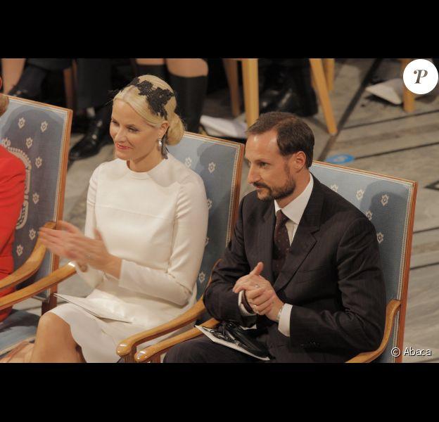 La princesse Mette-Marit et le prince Haakon lors de la remise des prix Nobel de la Paix à Oslo en Norvège le 10 décembre 2011