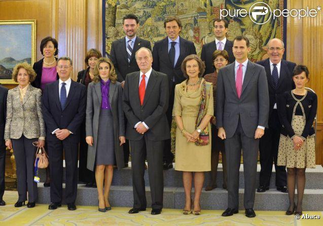 Le roi Juan Carlos, assisté de la reine Sofia, du prince Felipe et de la princesse Letizia d'Espagne, recevait en audience le Conseil du Patrimoine National, au palais de la Zarzuela, le 20 décembre 2011.
