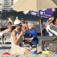 Amadeus gouterait bien au cocktail de sa maman Lilly Kersenberg sur la plage de Miami le 22 décembre 2011