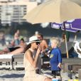 Lilly Kerssenberg, femme de Boris Becker et leur petit Amadeus sur la plage de Miami le 22 décembre 2011