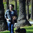 """""""Le beau Ben Affleck se balade avec son chien, le 2 janvier 2012 à Los Angeles"""""""