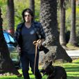 """""""Ben Affleck se balade avec son chien et s'offre une petite course, le 2 janvier 2012 à Los Angeles"""""""