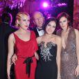 Bruce Willis et ses filles Tallulah, Scout LaRue et Rumer lors du Bal des débutantes le 26 novembre 2011
