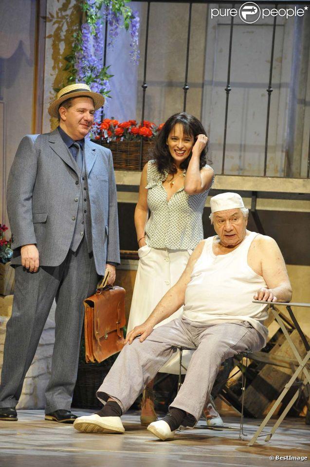 Michel Galabru, son fils Jean et Dominique Reigner, filage de la pièce  La Femme du boulanger , au théâtre Hébertot à Paris, le 5 janvier 2011.