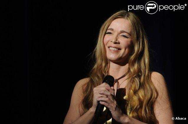 Hélène Rollès se produit sur la scène de l'Olympia, le vendredi 6 janvier 2012.