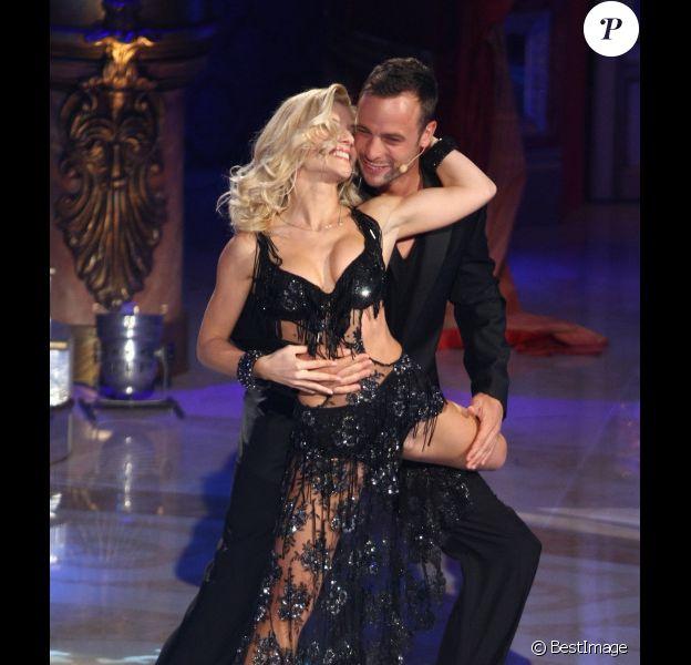 Oscar Pistorius participe à la version italienne de Danse avec les stars au côté de la danseuse Annalisa Longo, le 7 janvier 2012