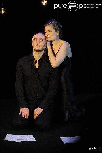 Sarah Biasini et Thomas Cousseau jouant la pièce  Lettre d'une inconnue  au théâtre des Mathurins le 9 janvier 2012 à Paris