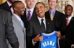 Barack Obama : Souriant et très facétieux pour une rencontre en hauteur