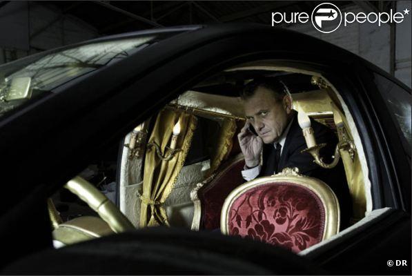 Jean-Charles de Castelbajac présente son cabinet de curiosités dans la Nouvelle Twingo 55 FBG.