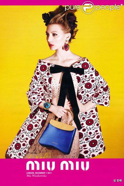Mia Wasikowska devient l'égérie Miu Miu pour le printemps 2012.