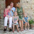 Willem-Alexander et Maxima des Pays-Bas avec leurs filles en vacances en Toscane en juillet 2011. En janvier 2012, leur rêve de vacances au Mozambique a pris fin avec la vente d'une villa polémique.