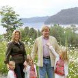 Willem-Alexander et Maxima des Pays-Bas avec leurs filles en vacances en Argentine en décembre 2010. En janvier 2012, leur rêve de vacances au Mozambique a pris fin avec la vente d'une villa polémique.