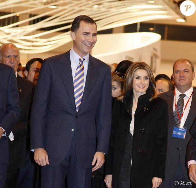 Le prince Felipe et la princesse Letizia d'Espagne inauguraient le 18 janvier 2012 à la Feria de Madrid le Fitur, Salon international dédié au tourisme.