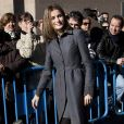Letizia d'Espagne, avec son époux Felipe, découvrait le 19 janvier 2012 l'exposition itinérante consacrée aux 75 ans de RNE, la radio nationale d'Espagne, une véritable institution.