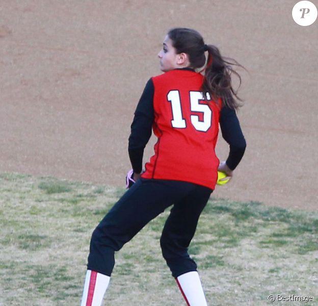 Paris Jackson joue au softball à Los Angeles le 18 janvier 2012