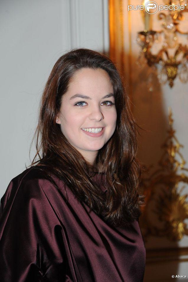 Anouchka Delon au salon France-Amérique pour le défilé haute couture Christophe Josse à Paris, le 23 janvier 2012.