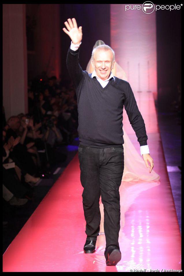 Jean-Paul Gaultier rendait hommage à Amy Winhouse lors de son défilé haute couture à Paris, le 25 janvier 2012.