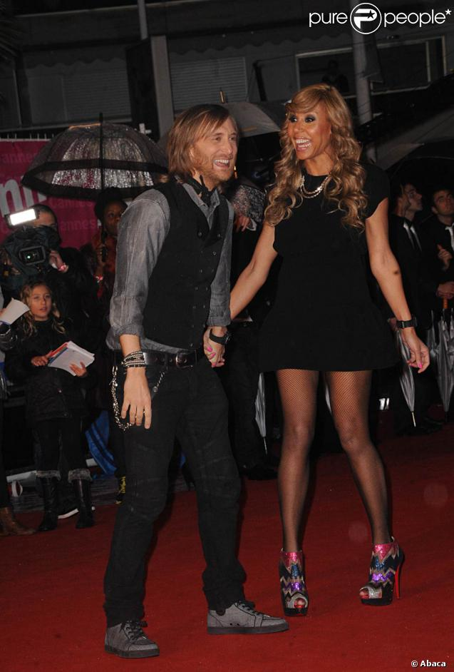 david et cathy guetta amoureux comme des ados sur le tapis rouge de la 13e dition des nrj music. Black Bedroom Furniture Sets. Home Design Ideas