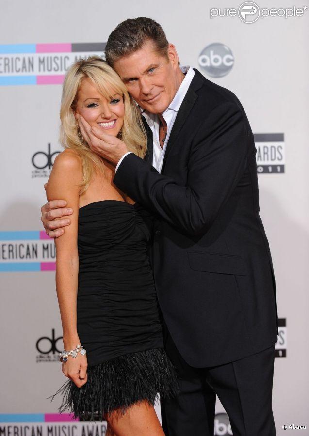 David Hasselhoff très tendre avec sa chérie Hayley Roberts le 20 novembre 2011 à Los Angeles