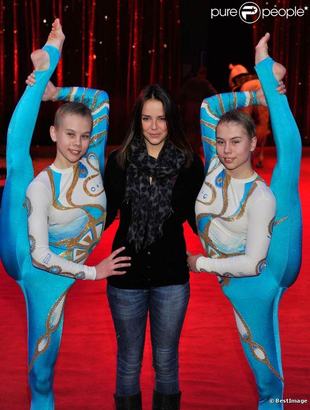 Pauline Ducruet posait le 2 février 2012 sous le chapiteau Fontvieille de Monte-Carlo, à 48 heures de l'ouverture du premier festival New Generation (4-5 février) dédié aux jeunes talents du cirque, placé sous la présidence de sa mère la princesse Stéphanie et dont elle-même préside le jury.