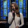 Lana Del Rey interprète, bien, son tube Video Games sur l e plateau du Late Show de David Letterman, à New York, le 2 février 2011.