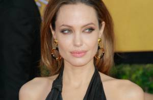 Angelina Jolie : Les larmes aux yeux, elle évoque sa mère disparue