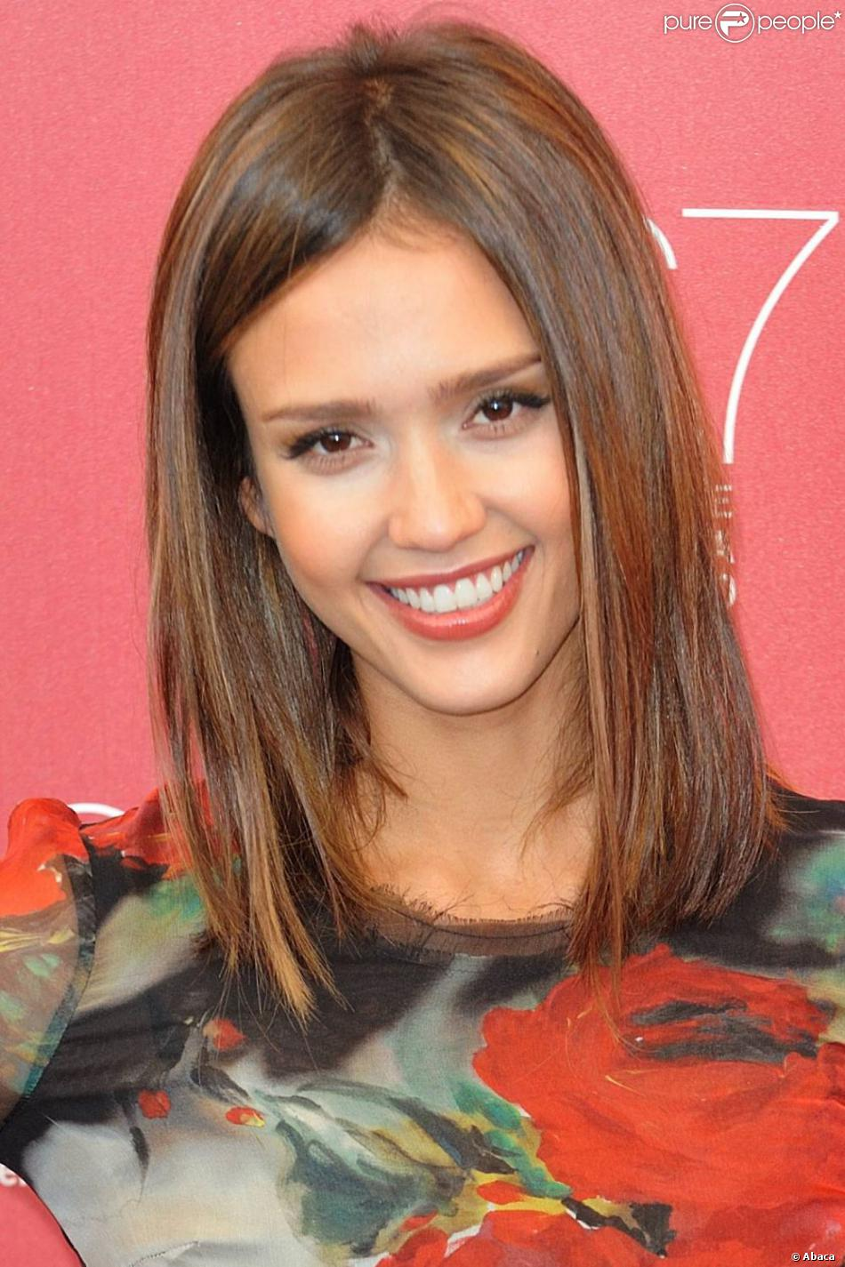 Jessica Alba Coupe Mi Long Avec Frange En Biais LONG HAIRSTYLES