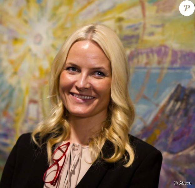 """La princesse Mette-Marit au Musée Schirn à Francfort le 8 février 2012 pour le vernissage de l'exposition """"Edvard Munch, l'oeil moderne""""."""