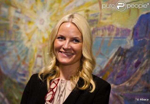 """La princesse Mette-Marit au Musée Schirn à Francfort le 8 février 2012 pour le vernissage de l'exposition """" Edvard Munch, l'oeil moderne """"."""