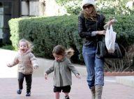 Sarah Jessica Parker : Balade fraîche avec ses jumelles enfin bien couvertes !