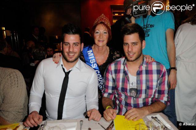 Zelko et Zarko pose avec Miss Cougar 2011 lors de l'élection Miss Cougar à Paris, le 12 février 2012