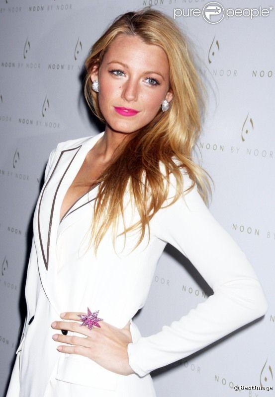 Blake Lively : somptueuse au défilé de mode Noon by Noor à New York le 15 février 2012