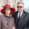 Le prince Laurent et la princesse Claire, les ''bannis'' de 2011, prenaient bien part à la messe du 16 février. La famille royale belge s'est rassemblée en l'église Notre-Dame de Laeken au matin du 16 février 2012 pour honorer la mémoire de ses défunts aïeux et se recueillir dans la crypte royale.