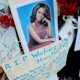 Hommage à Whitney Houston devant l'église de Newark le 17 février 2012