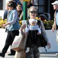 Pink et sa fille Willow sont de sortie à Malibu pour une séance shopping. Un duo adorable ! Le 18 février 2012.
