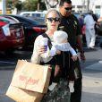 Après-midi entre filles pour Pink et sa fille Willow, qui sont sorties à Malibu pour une séance shopping. Le 18 février 2012.