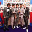 Les One Direction et leur prix du meilleur single aux Brit Awards, à Londres, le 21 février 2012.
